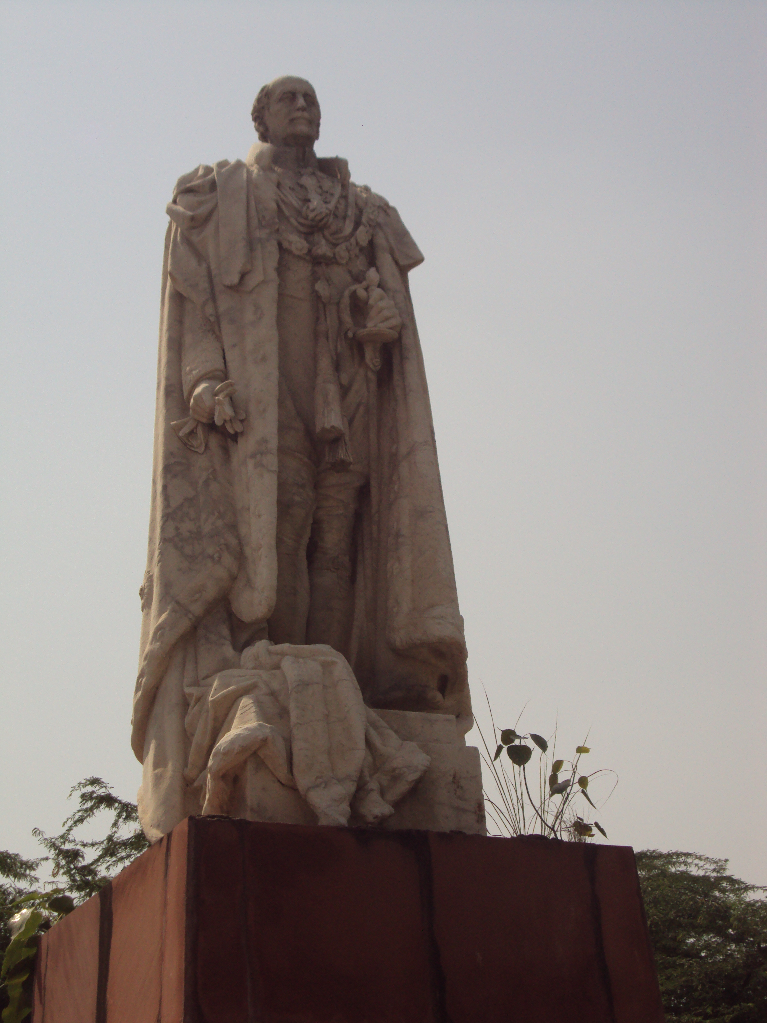 Neglected, Forsaken And In Shambles Coronation Park Is A Nightmare To Get  To Sixty Feet Tall Figure Of King George In All His Regalia Of Crown,