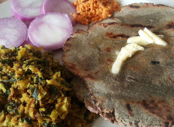 Zhunka bhakar with lasun shendana chutney